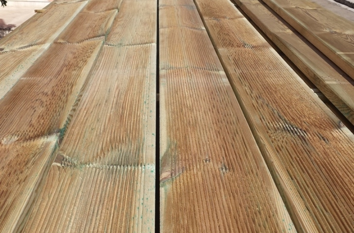 DECKING PAVIMENTO IN LEGNO : Pavimento in Legno per Esterno Decking in Pino - Listone da 4000 mm