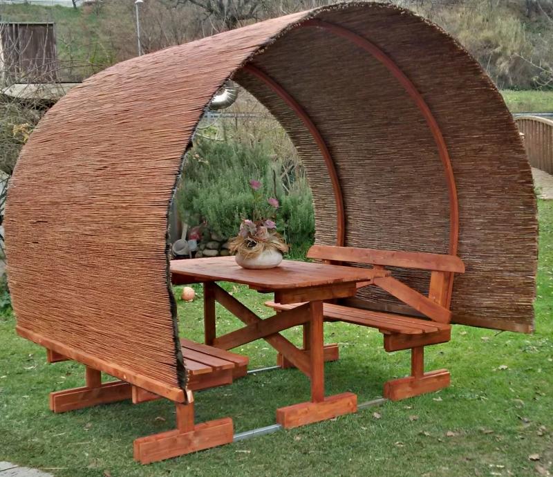 Tavoli in legno per giardino con panche tavolo da for Arredo giardino legno