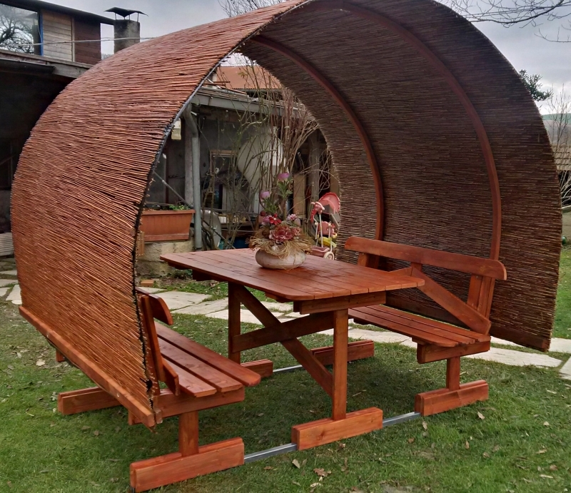 Tavoli in legno per giardino con panche tavolo da giardino in legno con panche e copertura mod - Tavolo e panche da giardino ...