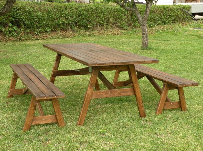 Tavoli in legno per giardino con panche tavolo da for Mobili per terrazzo